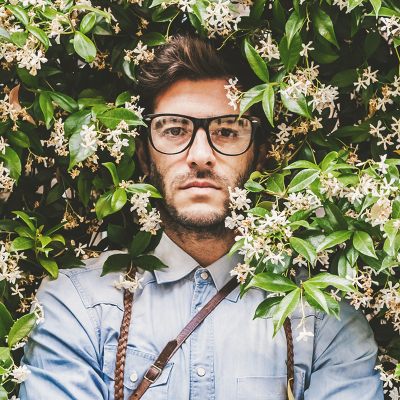 How do you choose the right eyeglass frame for your face? Here are the guidelines to help you look (and see) your best!